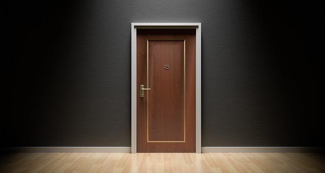 jedny dveře
