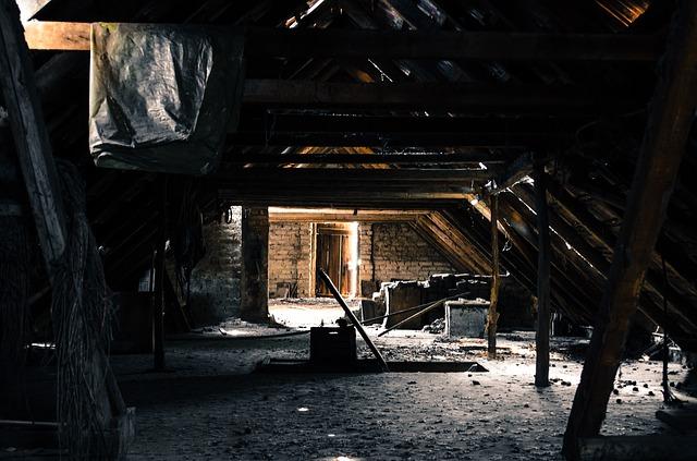 podkroví před renovací